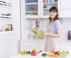 カリウム制限食を作る女性
